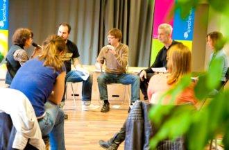 Vor Publikum sprechen lernen - Rhetorik