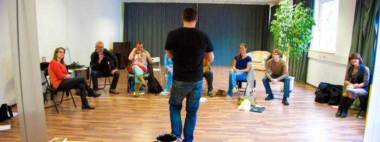 Besser vor Publikum sprechen mit Schauspielausbildung